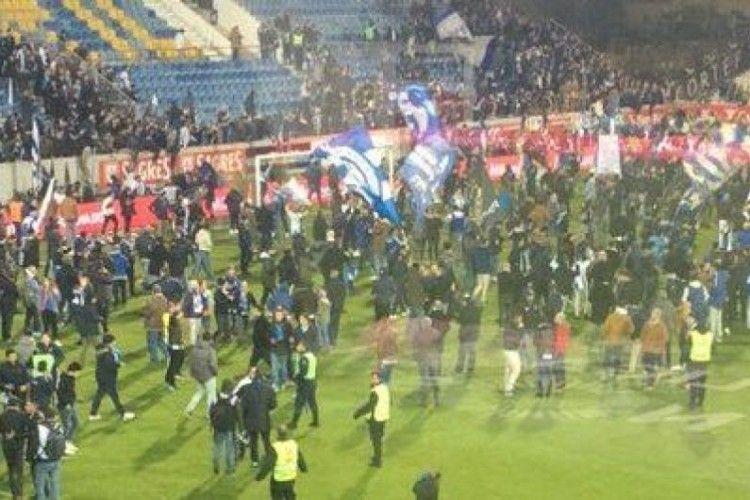 Стадіон дав тріщину: в Португалії перервали футбольний матч через можливий обвал трибуни
