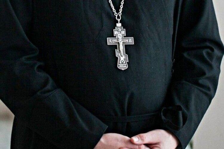 У Рівному злодій обікрав священника, а той купив йому їсти (Фото)