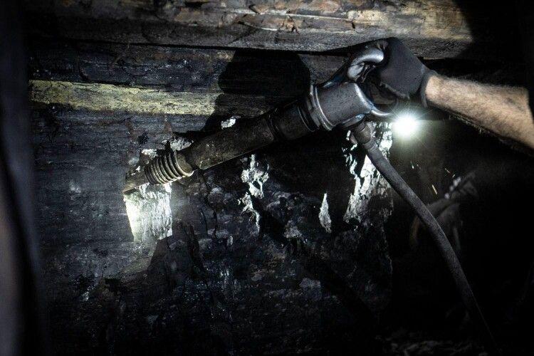 На Волині керівники шахти заробляли гроші на незаконному продажі вугілля