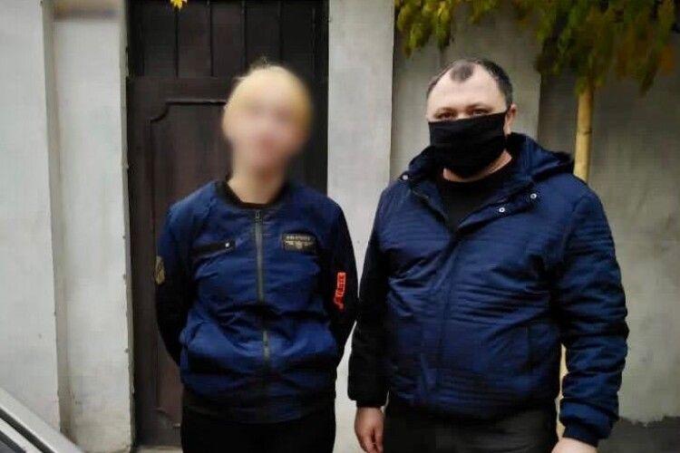 Поліцейські розшукали 13-річну дівчину, яка втекла з дому на побачення до хлопця