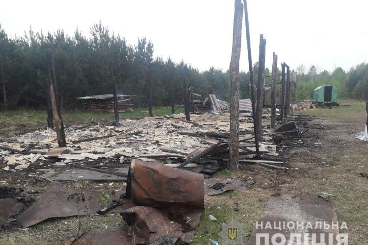 На Рівненщині спалили склад деревного вугілля (Фото)