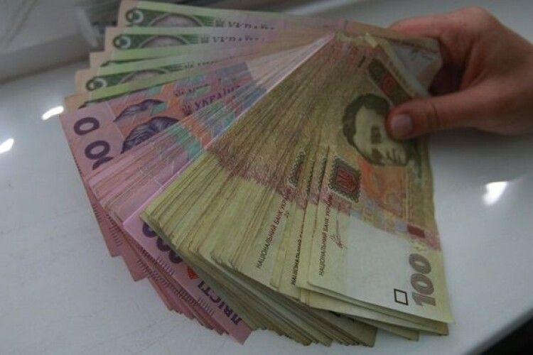 Працівниця банку на Волині зняла і витратила 30 тисяч вкладника