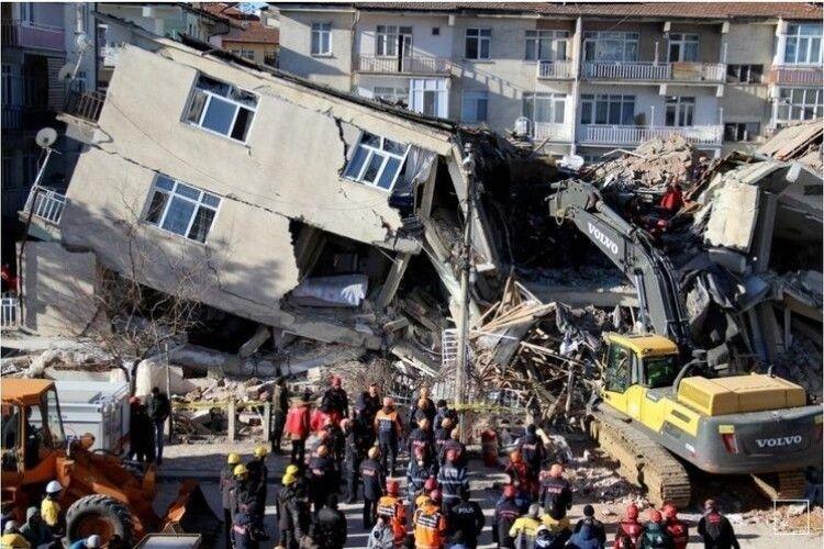 Кількість жертв землетрусу в Туреччині вже сягнула 110 осіб