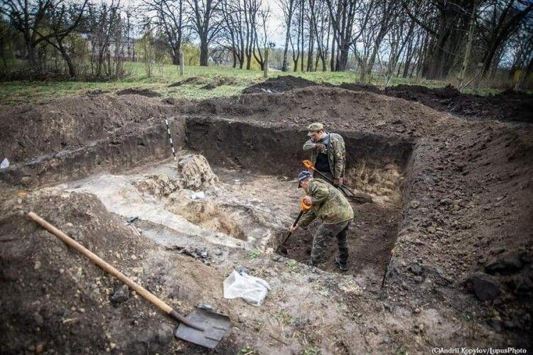 На Рівненщині знайшли зернову яму, якій понад 3 тисячі років (Фото)
