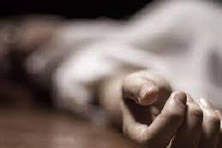 У Ковелі біля вокзалу виявили мертву жінку: просять упізнати (Фото)