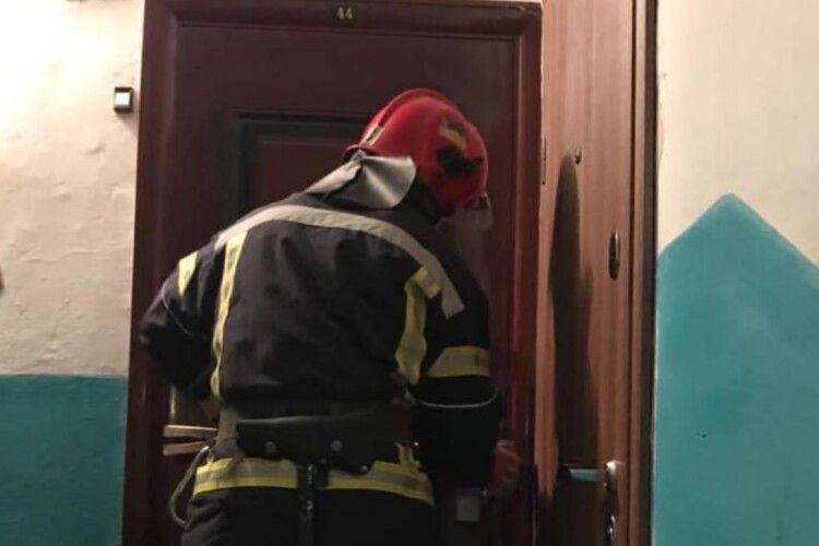 Коли рівненські рятувальники відчинили двері квартири, господиня була уже мертва