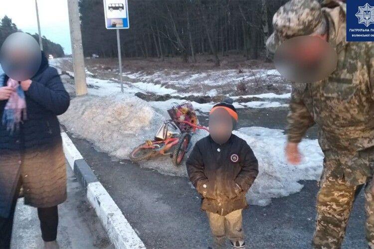 На Волині виявили маленького хлопчика, який катався велосипедом без нагляду дорослих (Фото)