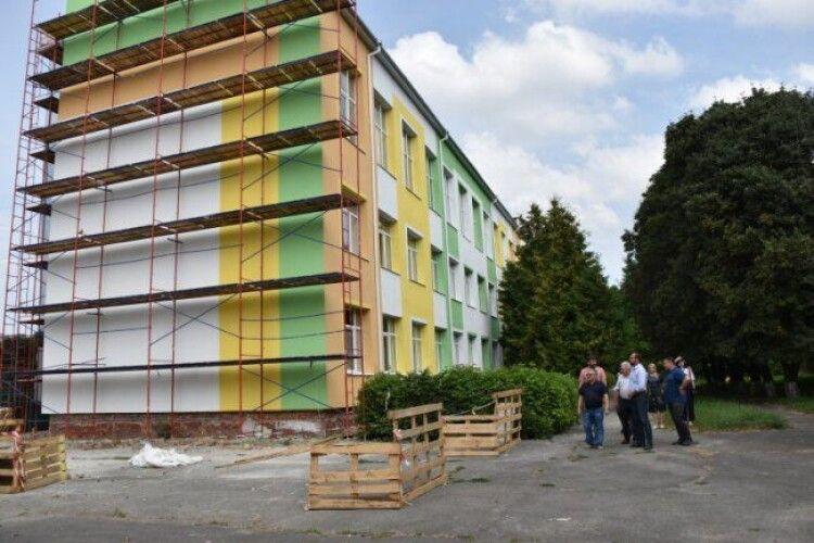 У Луцьку взялись за школу, яку не ремонтували майже 60 років (Фото)