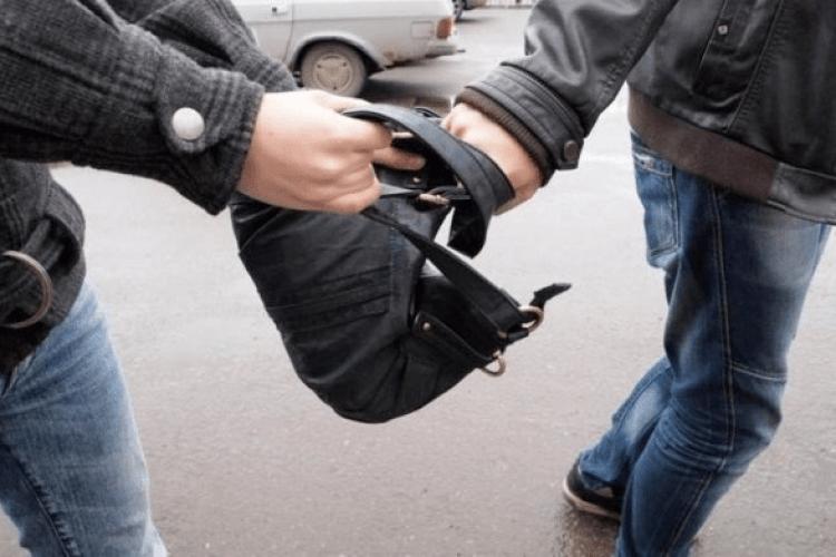Ковельчанин посеред вулиці пограбував підлітка