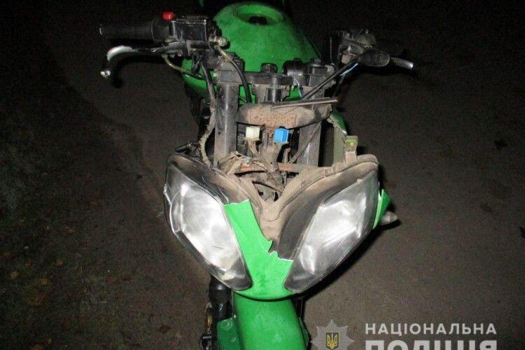 На Рівненщині 17-річний мотоцикліст збив 15-літнього пішохода (Фото)