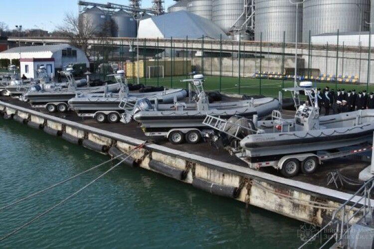 США передали ВМС України 10 швидкісних катерів і понад 70 надувних човнів