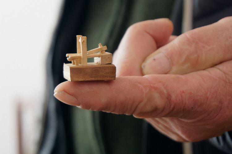 Волинянин виготовив найменшу ножну ступу в світі (Фото)