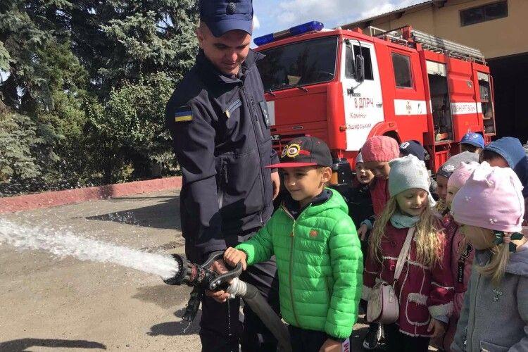 З нагоди професійного свята рятувальники запросили в гості юних волинян