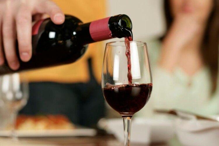 Коронавірус обвалив світове споживання вина до мінімуму