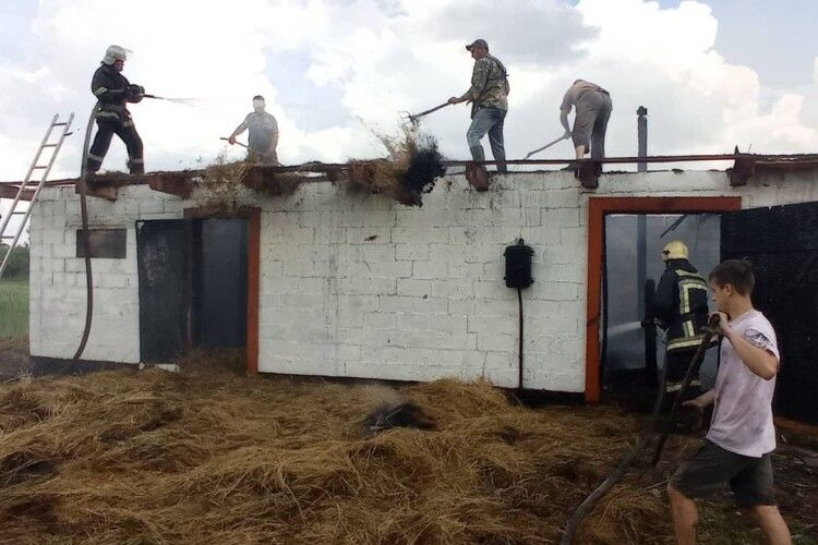 Через замикання електромережі на Волині горіла господарська споруда