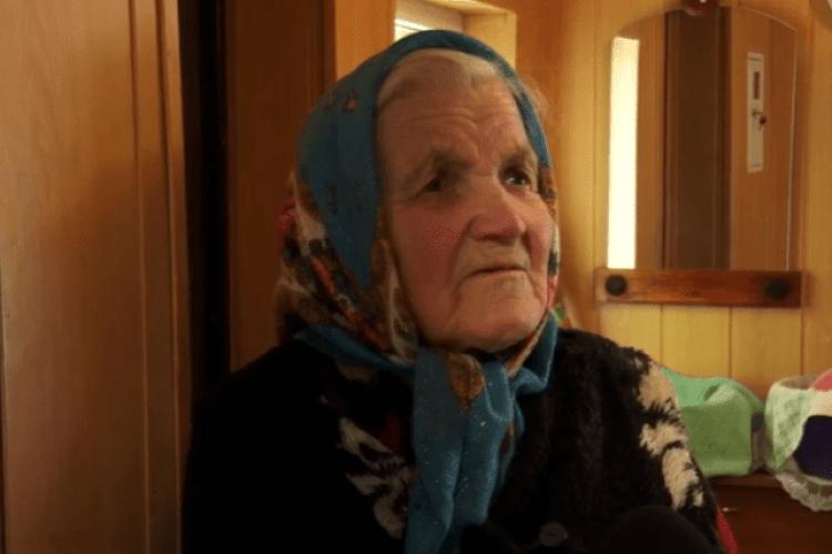 Ледь не замерзла: горохівчанці без попередження відрізали газ (Відео)