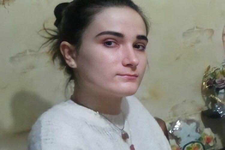 Зниклу 16-річну дівчинку знайшли у зашморгу на дереві: з'явилося фото