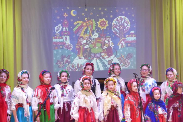 Луцька музична школа №1 дала перший різдвяний концерт у новій концертній залі