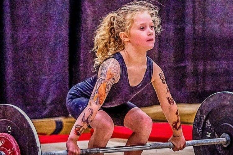 Божевільний рекорд: семирічна дівчинка підняла штангу вагою 80 кг