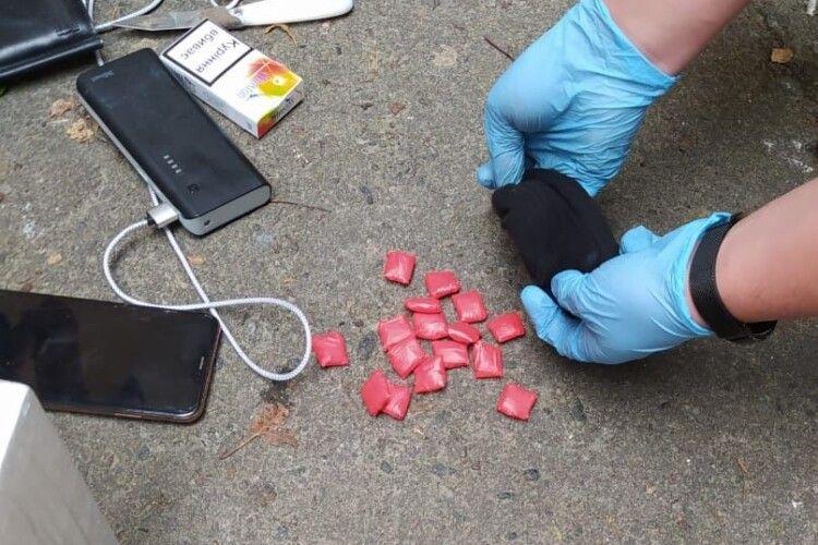 На Волині затримали двох уродженців Рівненщини, які реалізовували наркотики через «закладки» (Фото)