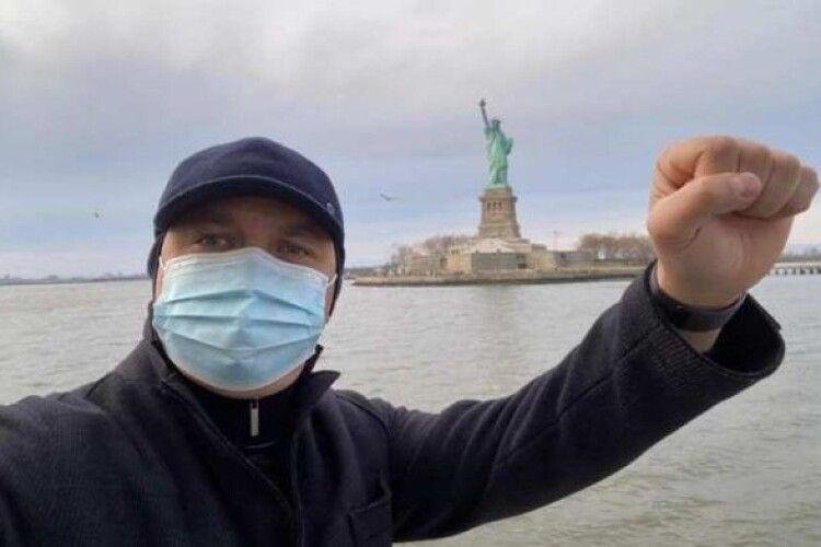 Екс-очільник Рівненщини програв вибори мера і чкурнув у США на інавгурацію Джо Байдена (Фото)