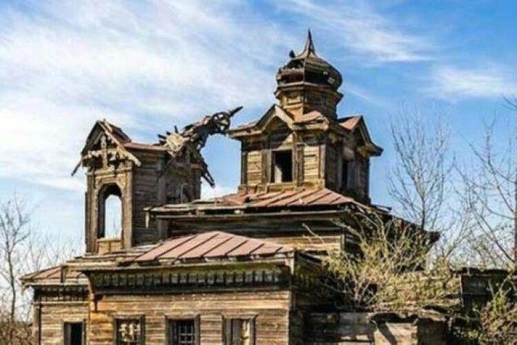 Фермер за власні гроші відреставрував старовинну церкву