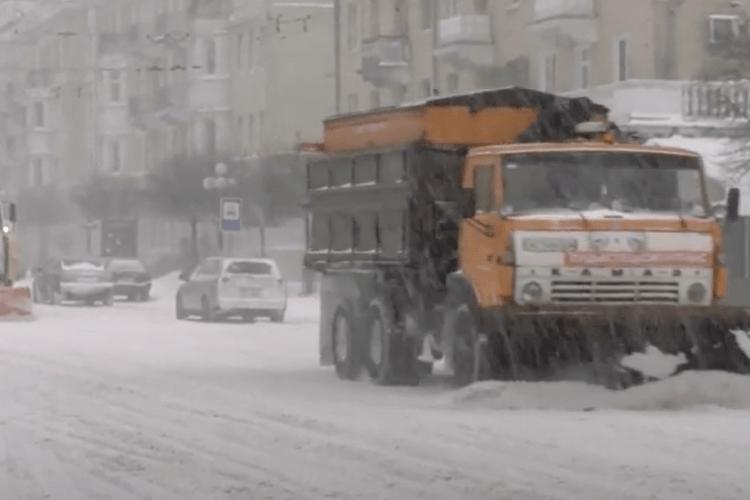 Через снігопад у Луцьку підприємці можуть скоротити робочий день