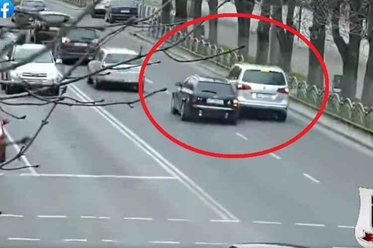 У Луцьку зіткнулися два автомобілі (Відео)
