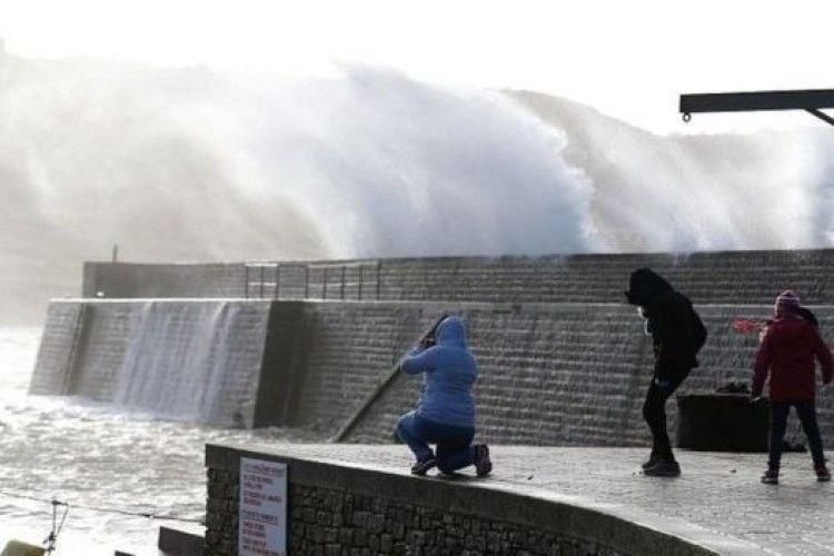 Європу накрив ураган «Елеонор»