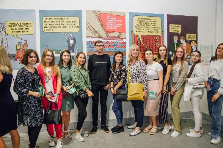 «Привіт. Леся»: автор скандальних ілюстрацій презентував у Луцьку нові роботи