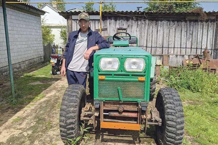 Волинянин після страшної ДТП складає трактори з... металобрухту