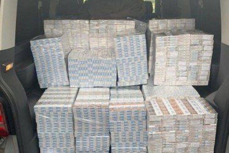 Судили луцького прикордонника, який брав хабарі за сприяння контрабанди білоруських цигарок