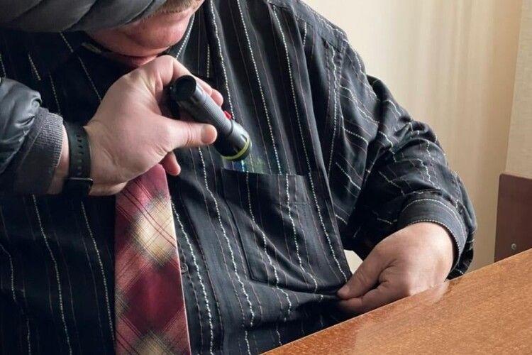 Волинський адвокат попався на хабарі (Фото)