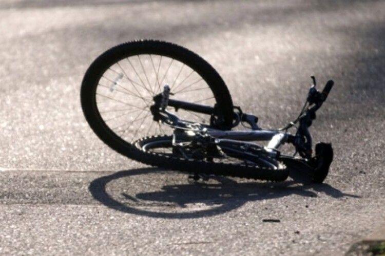 Вантажівка насмерть збила велосипедиста