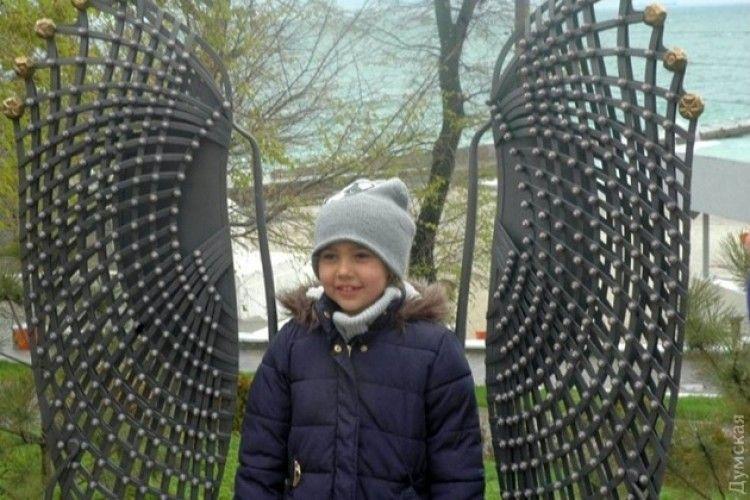 В Одесі відкрили пам'ятник молюску у вигляді крил ангела (фото)