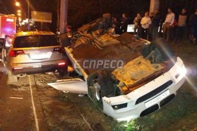 У Києві авто перекинулося на дах: загинула дівчина