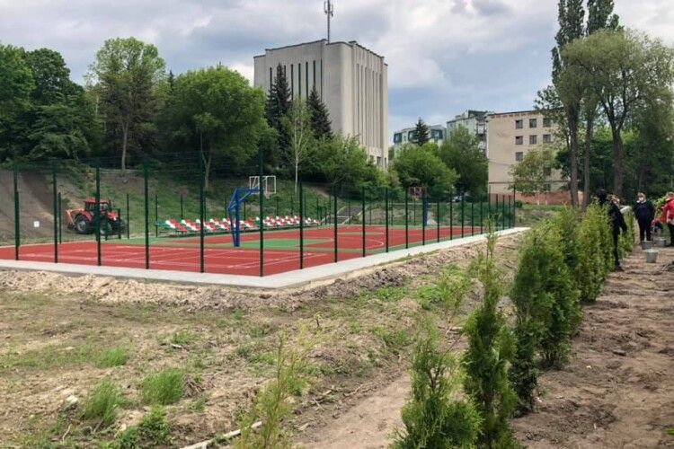 У Луцьку відкриють новий баскетбольний майданчик у парку