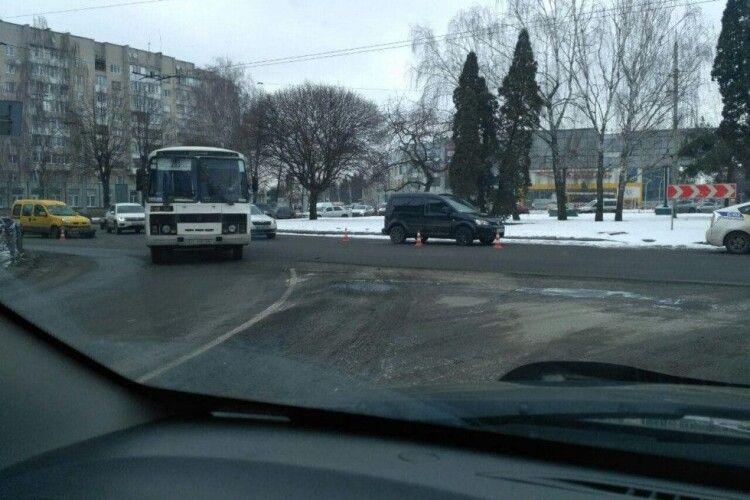 У Луцьку хочуть змінити схему проїзду кільця біля «Променя»