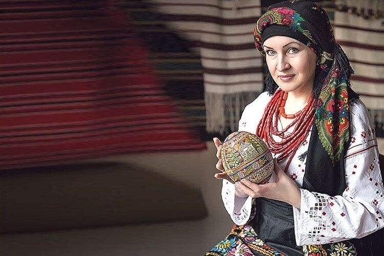 У великодньому кошику майстрині з Володимира-Волинського завше  є писанки