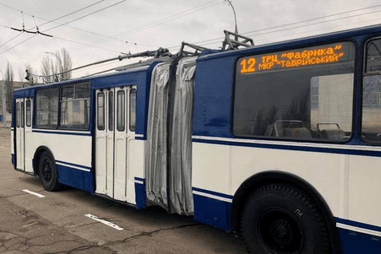 Тролейбус протягнув пенсіонерку по асфальті