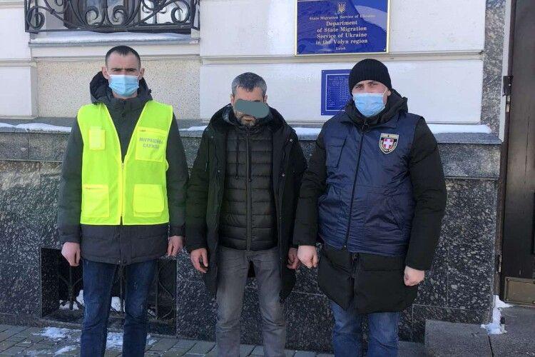 У Луцьку затримали грузина, який одружився з лучанкою і жив в Україні незаконно