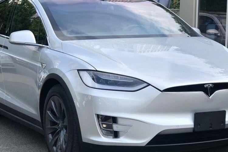Чому в Рівному суд конфіскував у чоловіка електрокар Tesla