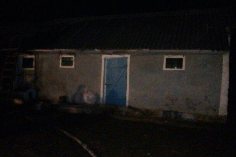 Цієї ночі в обійсті селян із Дубенського району спалахула пожежа