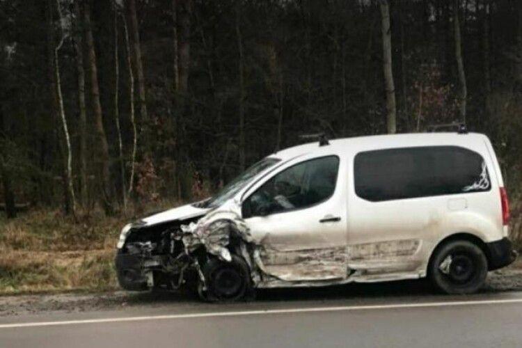 Виїхав на зустрічну: біля Рівного автомобіль збив семирічну дівчинку (Відео)