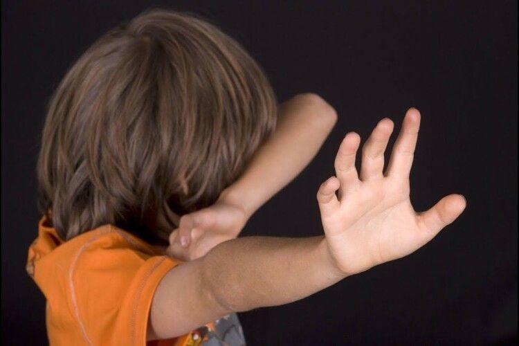 Восьмимісячна донька померла, сина скалічили: судитимуть батьків