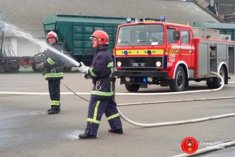 На Рівненщині – пожежа на комбінаті хлібопродуктів (фото)