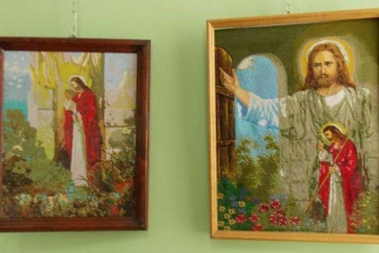 У Ковелі - виставка робіт вихованців колонії «Вишиванка – дзеркало народної душі»