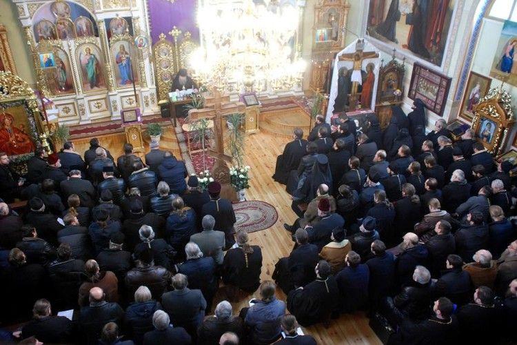 Єпископ Нафанаїл скликав збори усіх волинських священиків