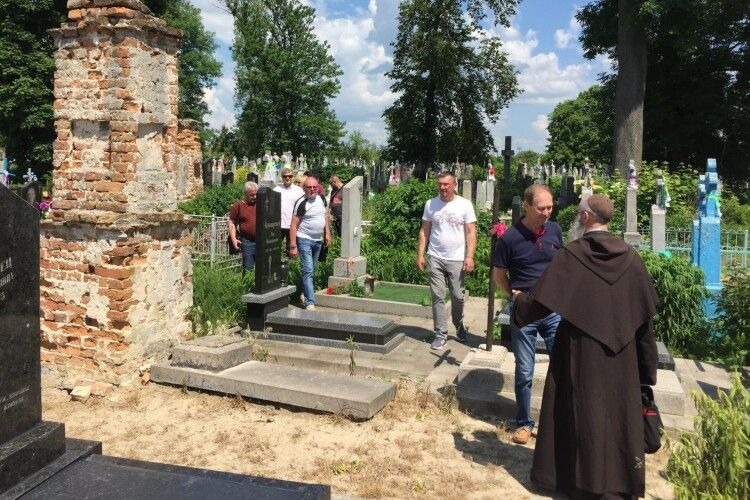 На Волині поляки реставруватимуть цвинтар