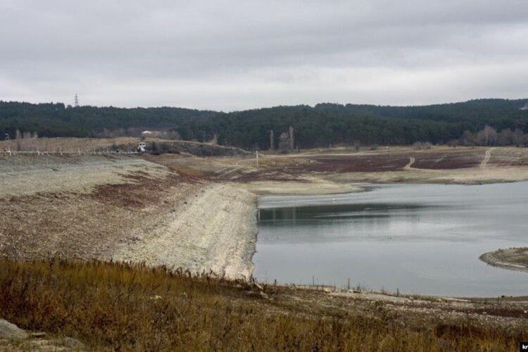 В Криму вода у найбільшому водосховищі виявилася отруєною